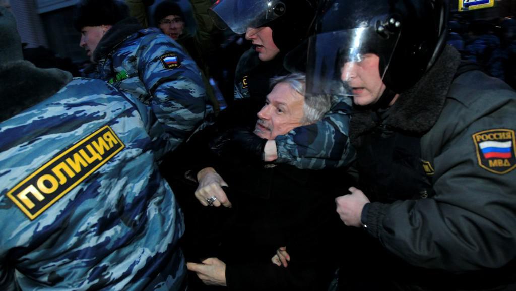 Ruská policie zatýká Eduarda Limonova