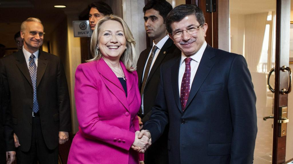 Hillary Clintonová a Ahmet Davutoglu