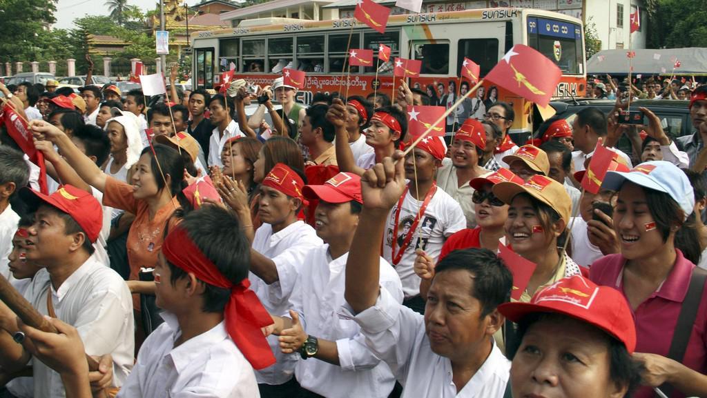 Příznivci Aun Schan Su Ťij