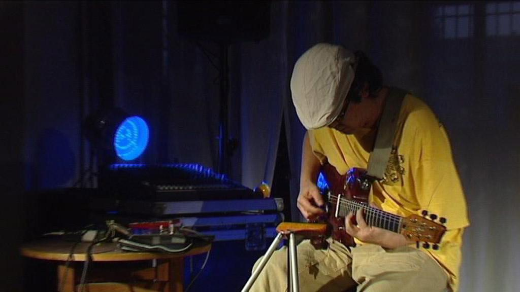 Kazuhisa Uchihashi