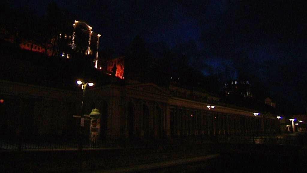 Zhasnutá karlovarská kolonáda