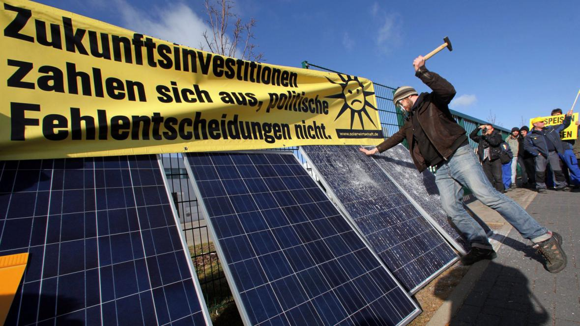 Německé protesty proti omezení podpory solární energie
