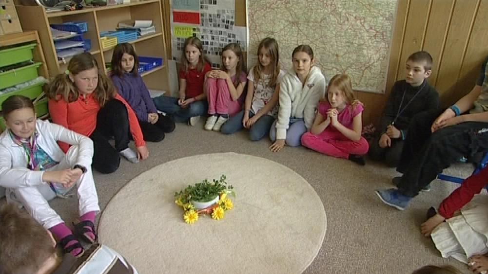 Děti ve třídě s Montessori vzdělávacím programem