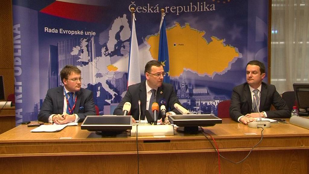 Mapa EVropské unie slouží jako dekorace pro tiskové konference