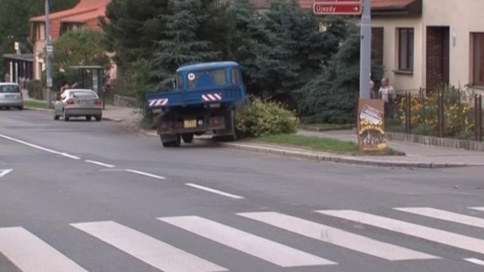 Havarovaná avie na Fryčajově ulici