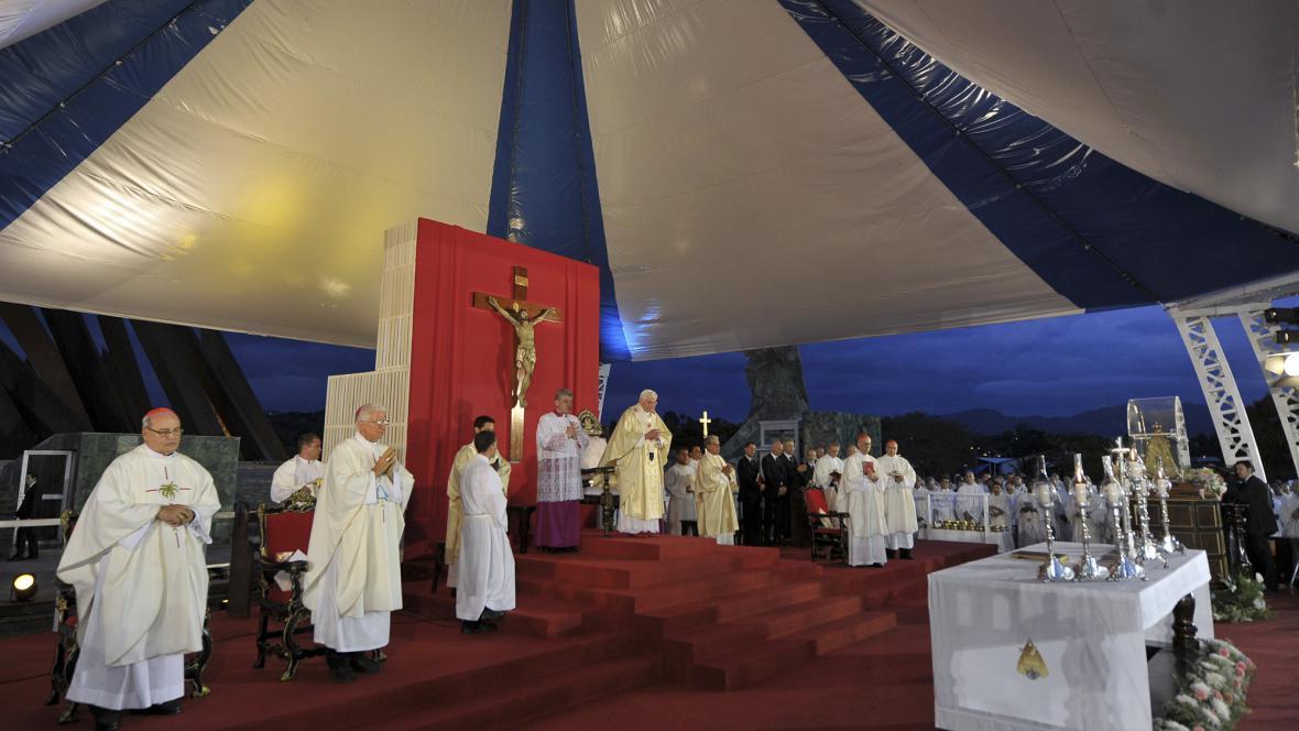 Papež na Kubě odsloužil mši