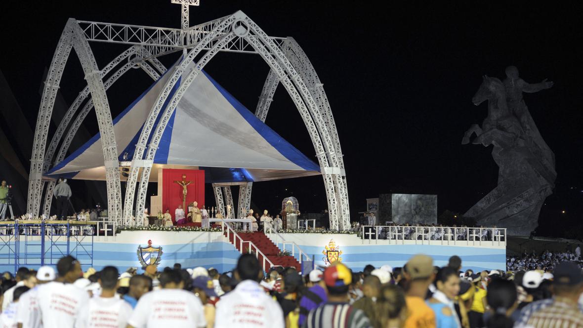 Papež odsloužil na Kubě mši