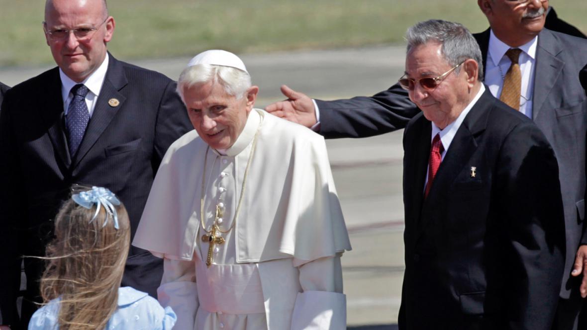 Papež Benedikt XVI. a Raúl Castro