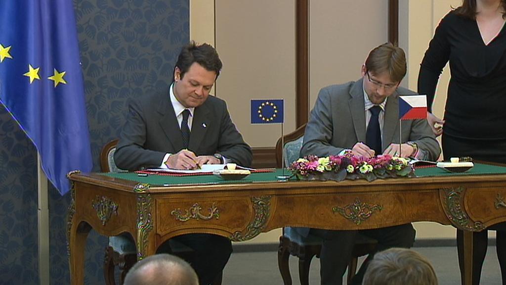 Podpis smlouvy k přesunu Galilea