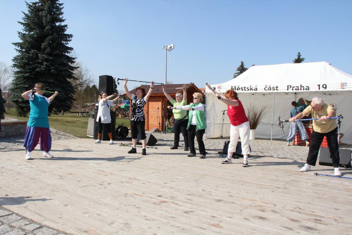 Ukázka cvičení v podání klubu aktivních balónků