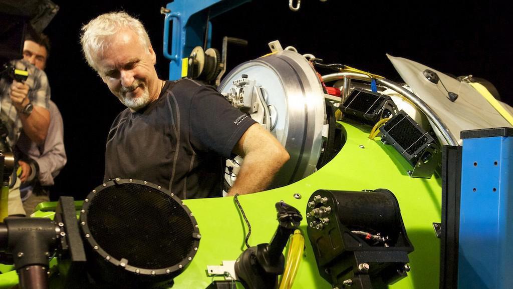 Režisér James Cameron usedá do speciální ponorky Deepsea Challenger