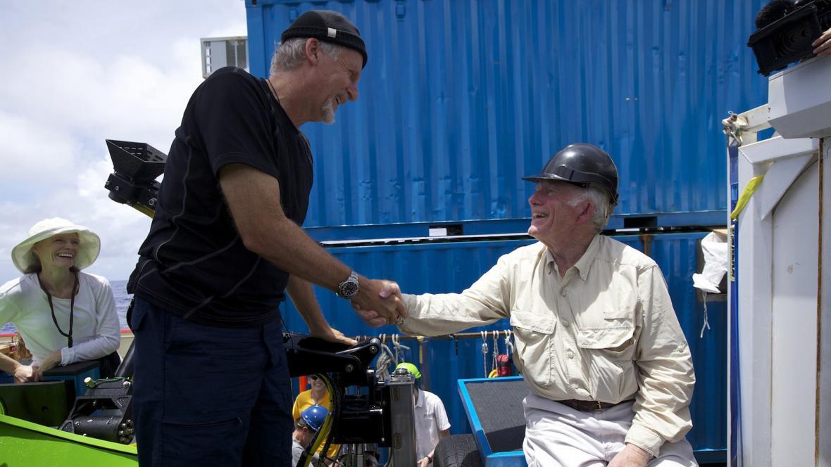 James Cameron po úspěšném ponoru
