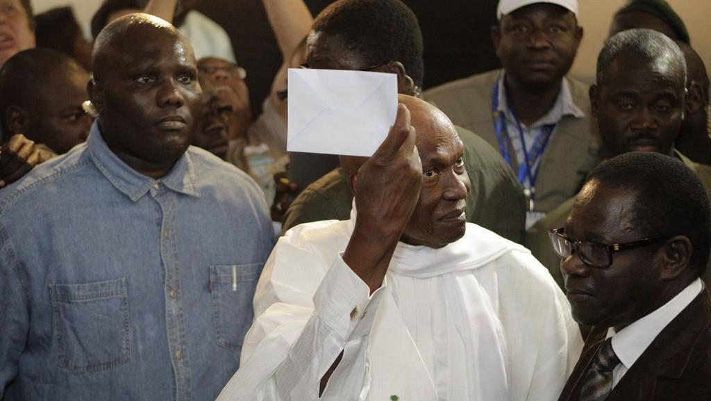 Dosavadní prezident Abdoulaye Wade míří k volební urně