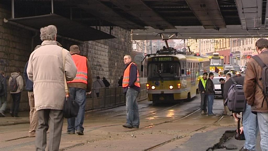 Havárie vodního potrubí v plzeňské Sirkově ulici