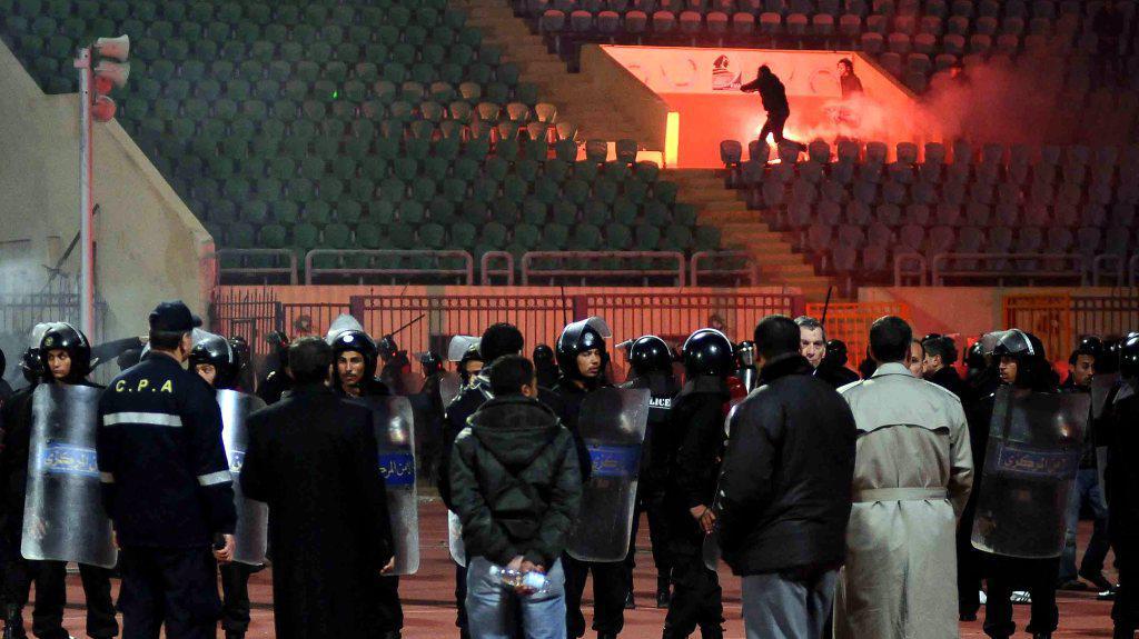 Policisté sledují výtržníky