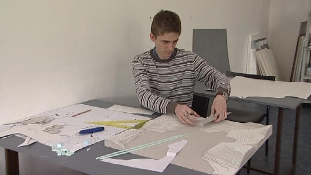Student architektury při práci