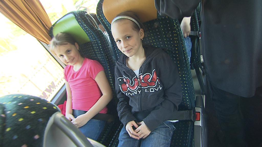 Školy vybírají na výlety autobusy s bezpečnostními pásy