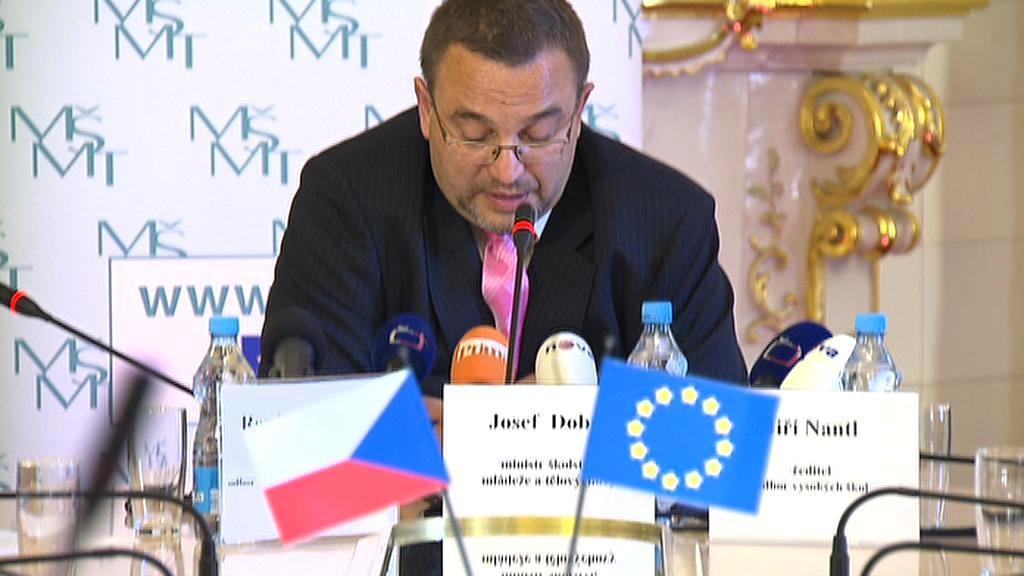 Ministr školství Josef Dobeš (VV)