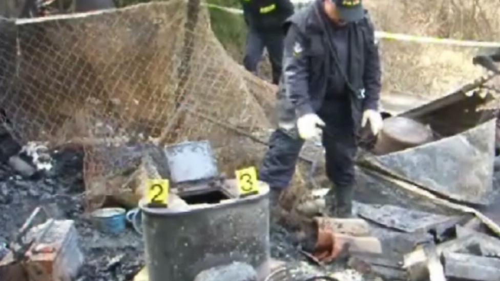 Policejní záběry ohořelého místa