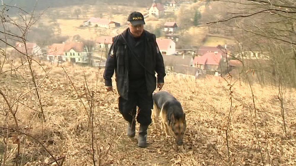 Místo prohledávali i policejní psi