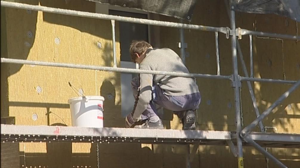 Dělníci dál pracují na zastavené rekonstrukci