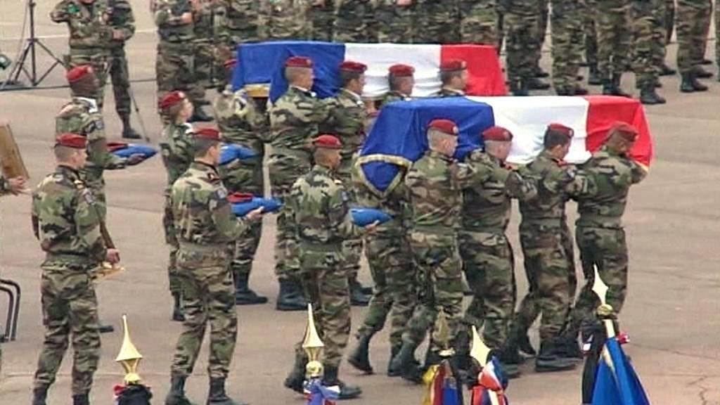 Pohřeb francouzských vojáků v Montaubanu