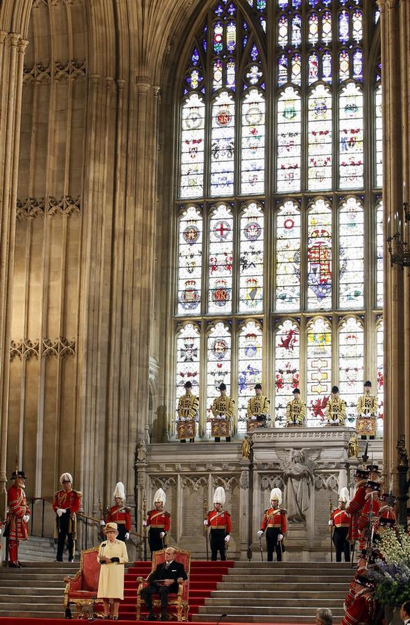 Královský pár ve Westminsterském paláci v Londýně