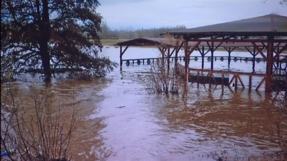 Fotografie povodně ve Cvrčovicích z roku 2006