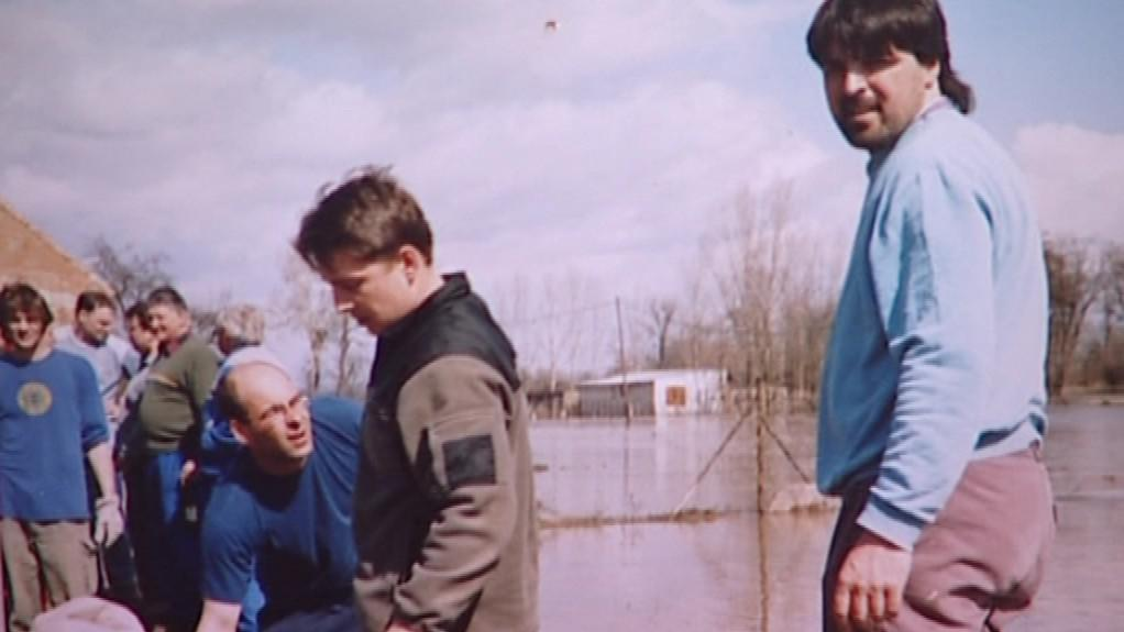 Historické fotografie z cvrčovických povodní 2006