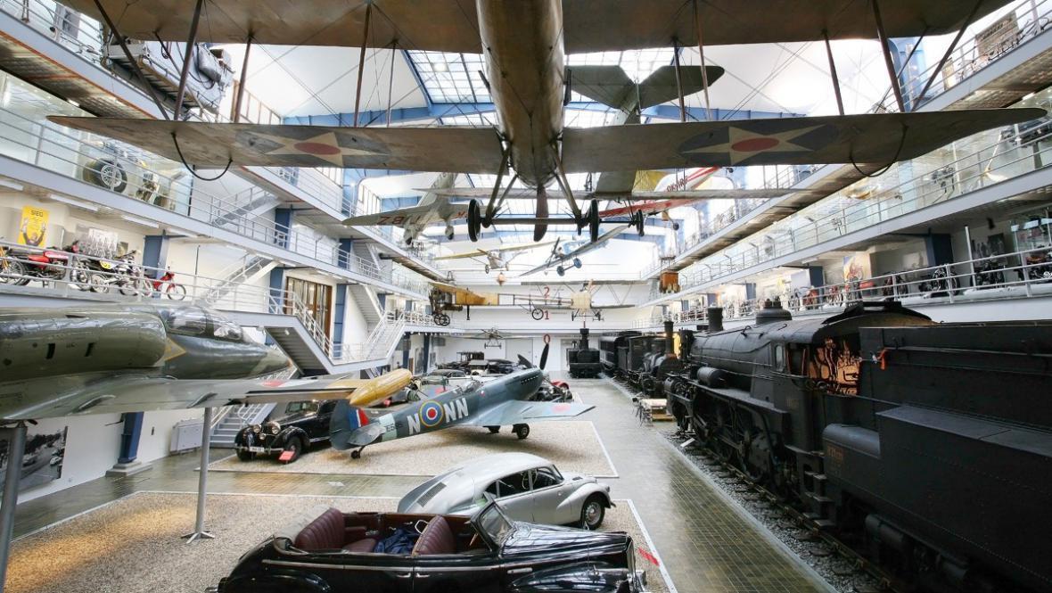 Dopravní hala v Národním technickém muzeu