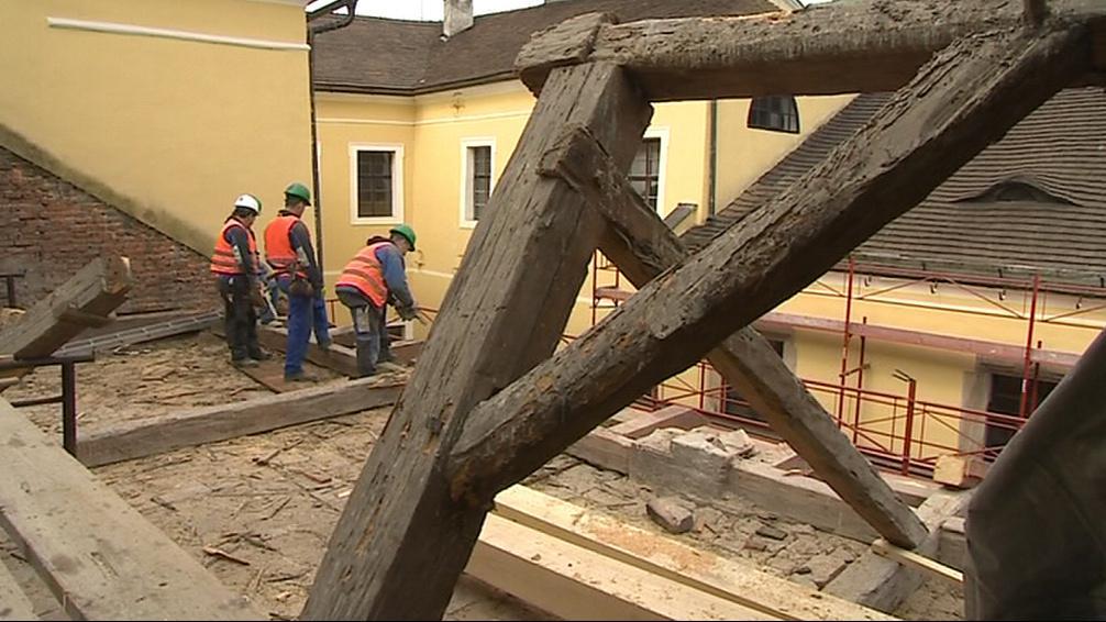 Malenovický hrad bude mít novou střechu