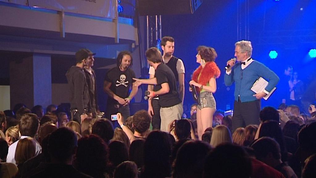 Skupina Mandrage přebírá cenu ankety Žebřík 2011 za svou skladbu Šrouby a matice