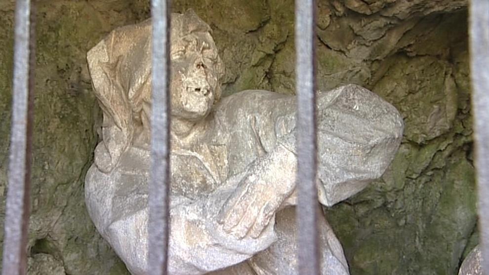 Jedna ze soch křížové cesty v Mikulově