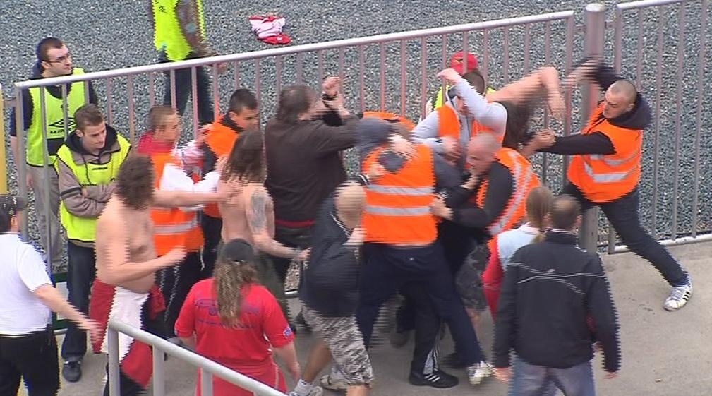 Fotbalové utkání mezi FC Zbrojovka Brno a Slovanem Liberec poznamenala bitka