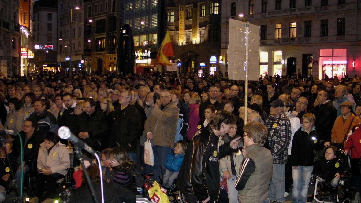 Protest na brněnském náměstí Svobody