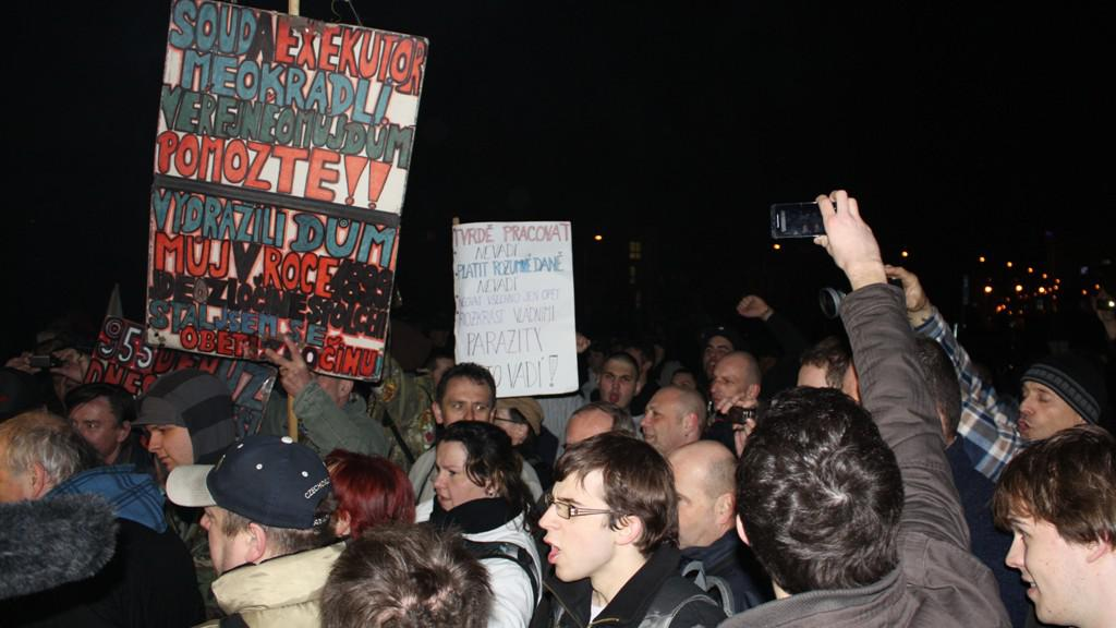 Demonstrace před budovou ČT