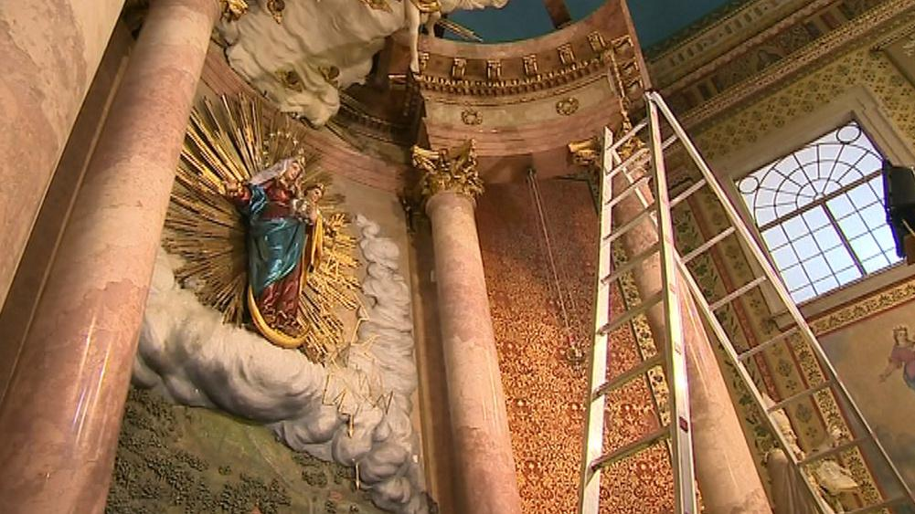 Socha Panny Marie s blesky na Svatém Hostýně