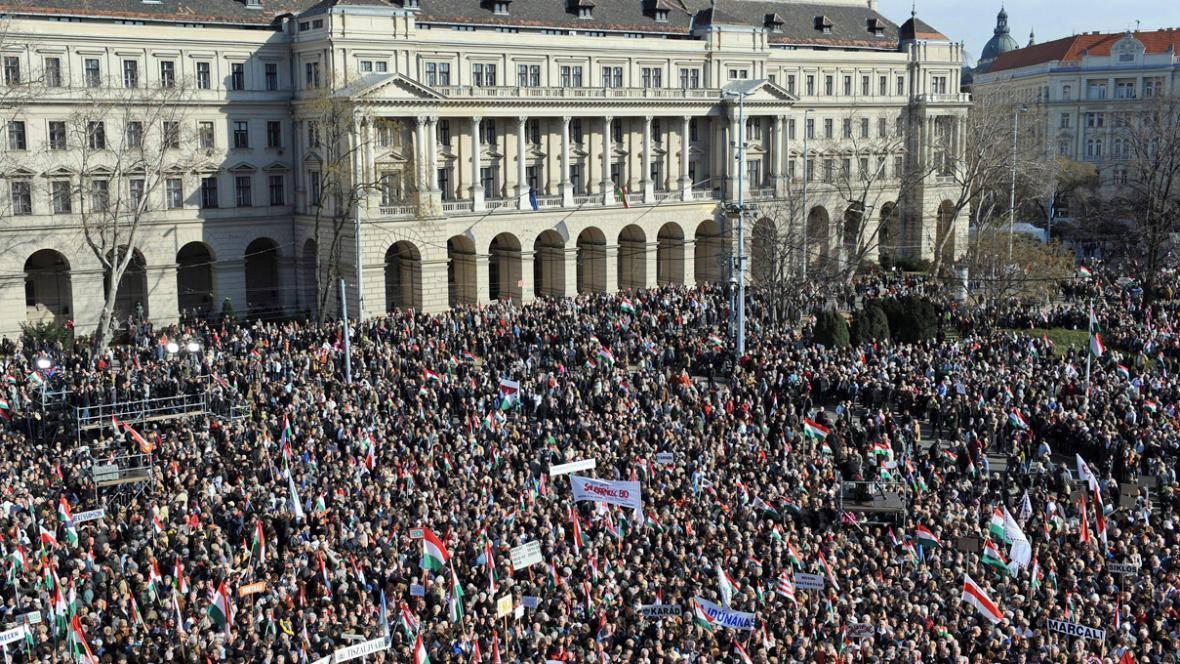 Maďaři oslavili výročí protihabsburského povstání demonstracemi