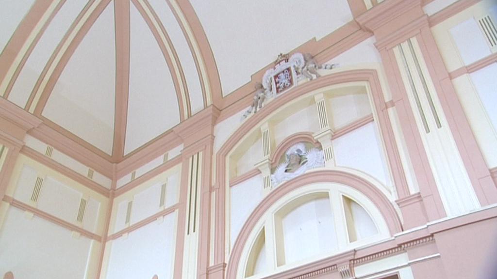 Výzdoba plzeňské nádražní haly