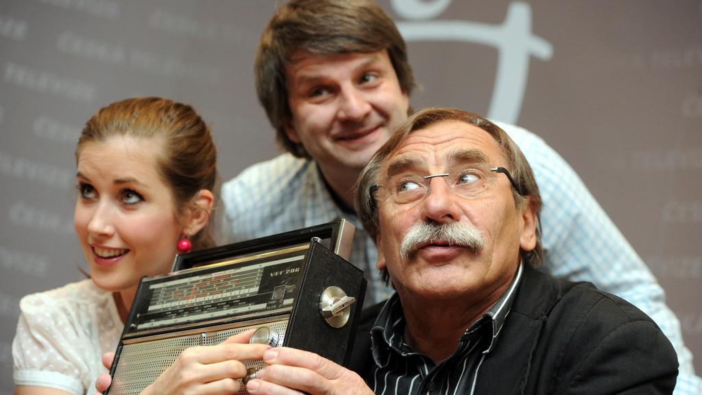 Seriál Vyprávěj: herci Jana Bernášková a Pavel Zedníček a scenárista Rudolf Merkner
