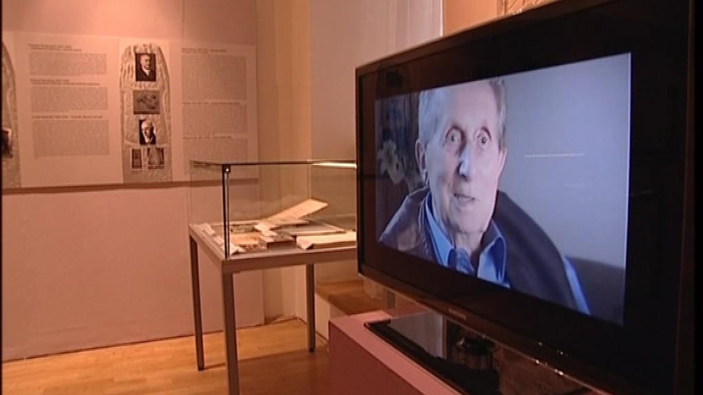 Židovských pamětníků promlouvá k návštěvníkům ze záznamu