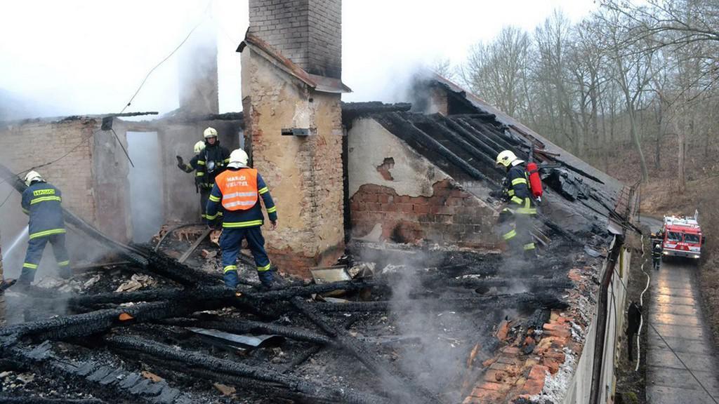 Následky požáru chebského internátu