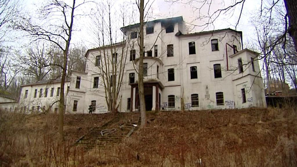 Vyhořelý internát v areálu Rudá Hvězda