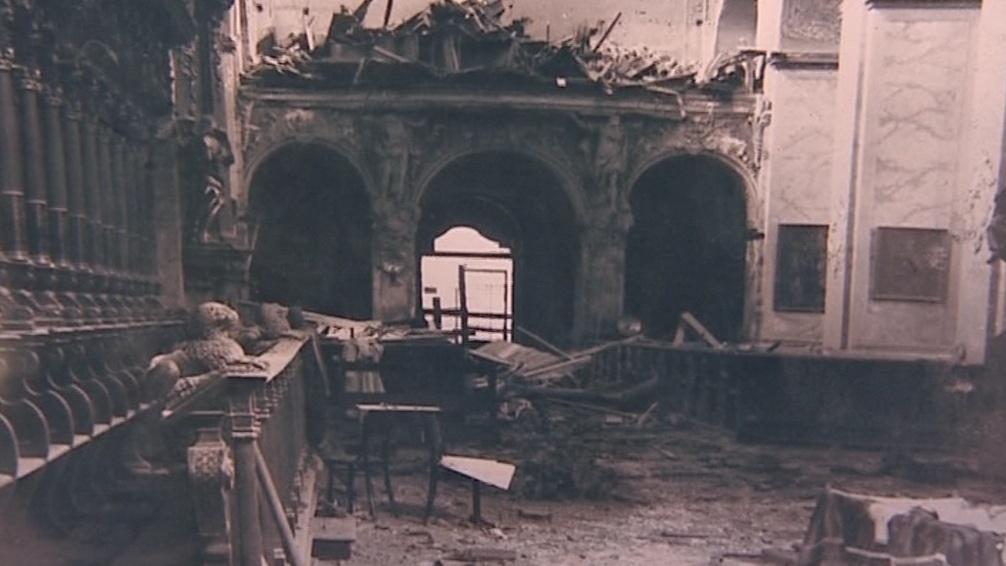 Dobový snímek po vybombardování kostela
