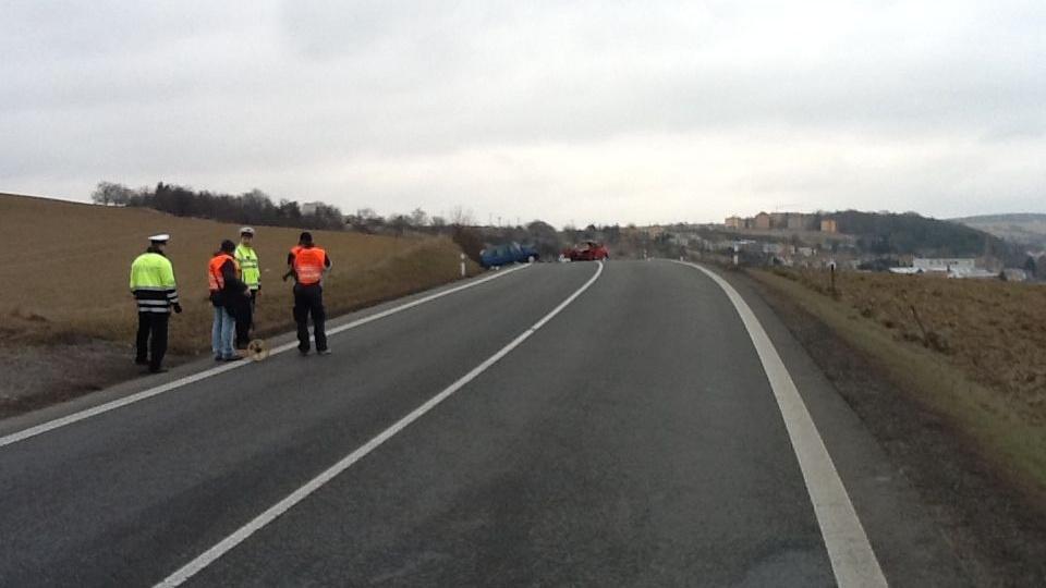 Nehoda silnici na dopoledne zcela uzavřela