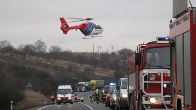 Zraněného řidiče transportoval vrtulník