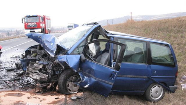 Řidiče modrého Peugeotu se podařilo zachránit