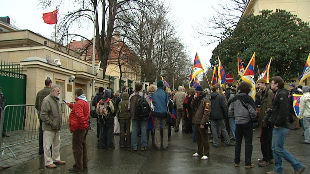 Demonstrace před čínskou ambasádou