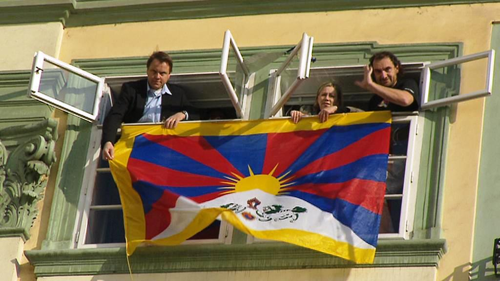 Vyvěšování tibetské vlajky
