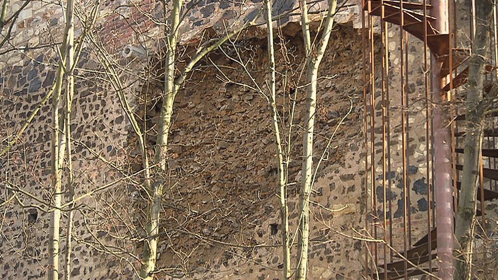 Rozpadlé hradby